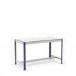 Mesa de trabajo con reposapiés azul y gris con melamina sin cantear