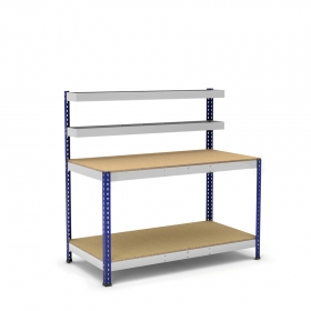 Mesa de trabajo con cestas y bandeja azul y gris con aglomerado