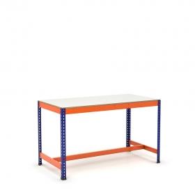 Mesa de trabajo con reposapiés azul y naranja con melamina sin cantear