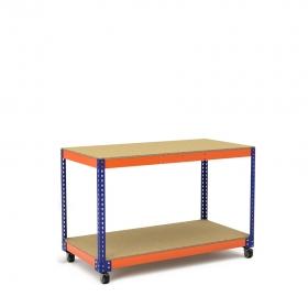 Mesa de trabajo con ruedas azul y naranja y 2 niveles de aglomerado.